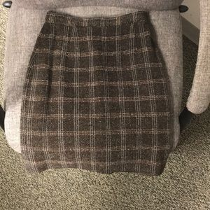 Fully lined wool mini-skirt